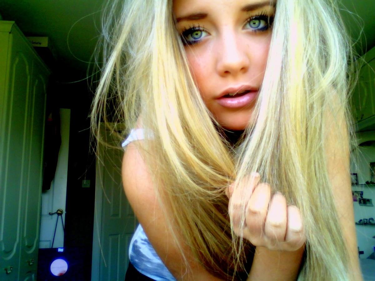 blondinku-zhestko-v-gorlo